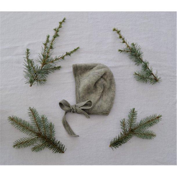 Engel, hue i uldfleece, grå